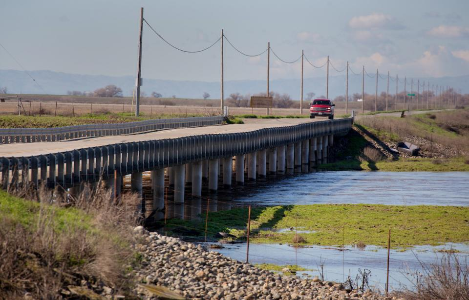 San Joaquin Valley bridge rippled by subsidence